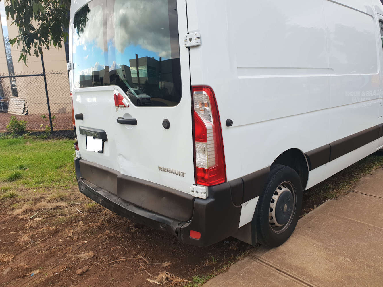 Melbourne MPP - Renault Panel Repairs Derrimut - before